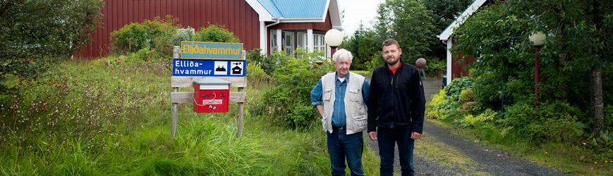 Feðgarnir Þorsteinn Sigmundsson og Sigmundur Þorsteinsson í Elliðahvammi.